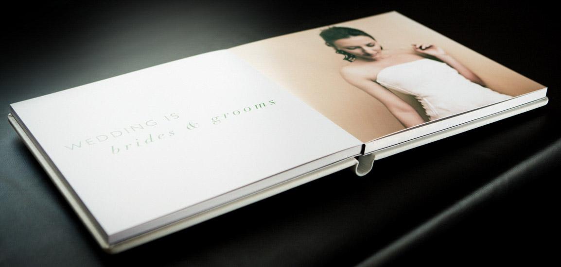 Fotografo matrimonio Torino: Le pagine di un fotoalbum ad apertura piatta
