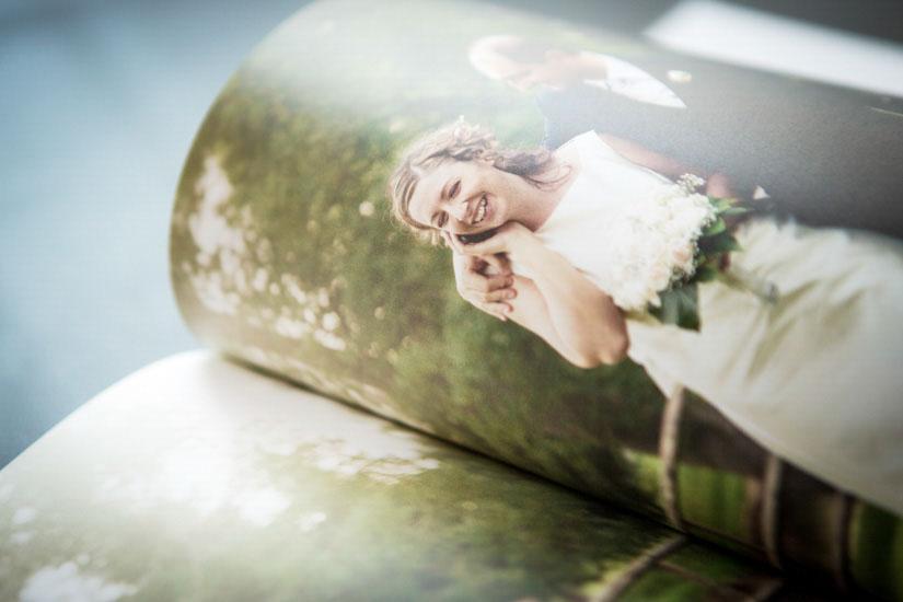 Fotografo matrimonio Torino: le pagine sono su carta tipografica rilegata a mano