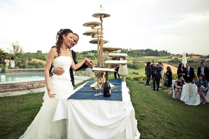 Foto di matrimonio ad Asti, un taglio della torta