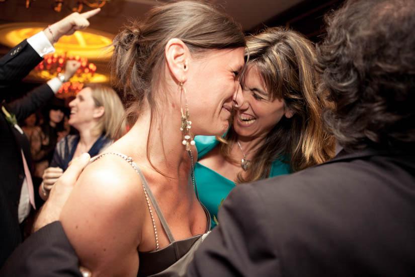 Fotografo matrimonio Torino: un'invitata piange emozionata