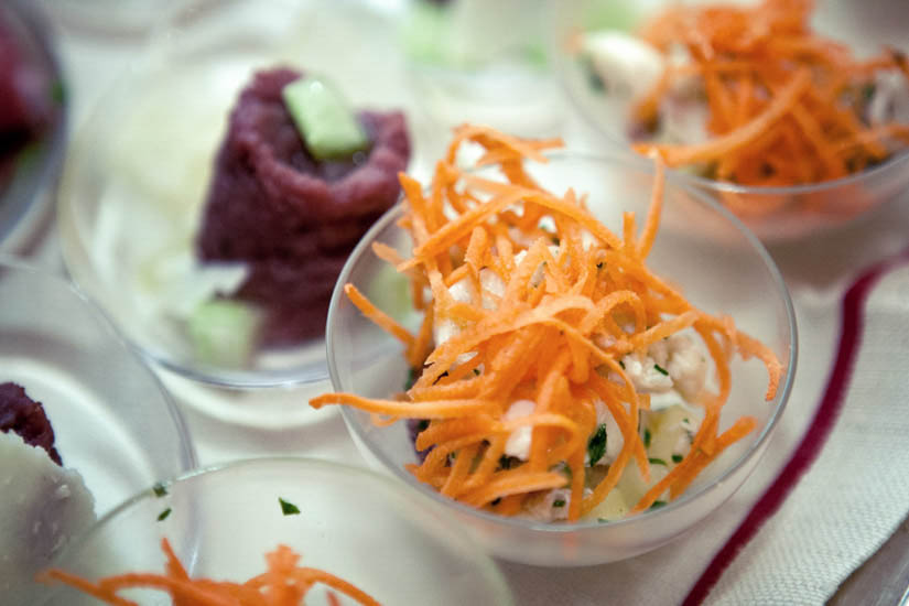 Fotografo matrimonio Torino: carote e carne cruda in un aperitivo a Torino