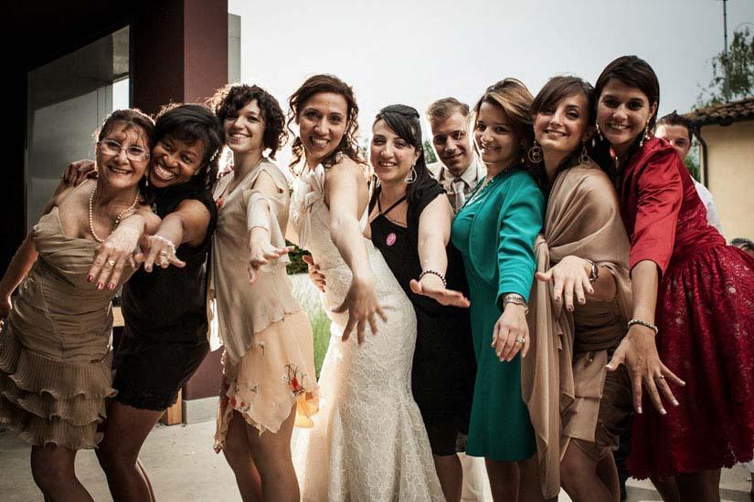 Fotografo matrimonio Torino: una foto di gruppo a un matrimonio di Alessandria
