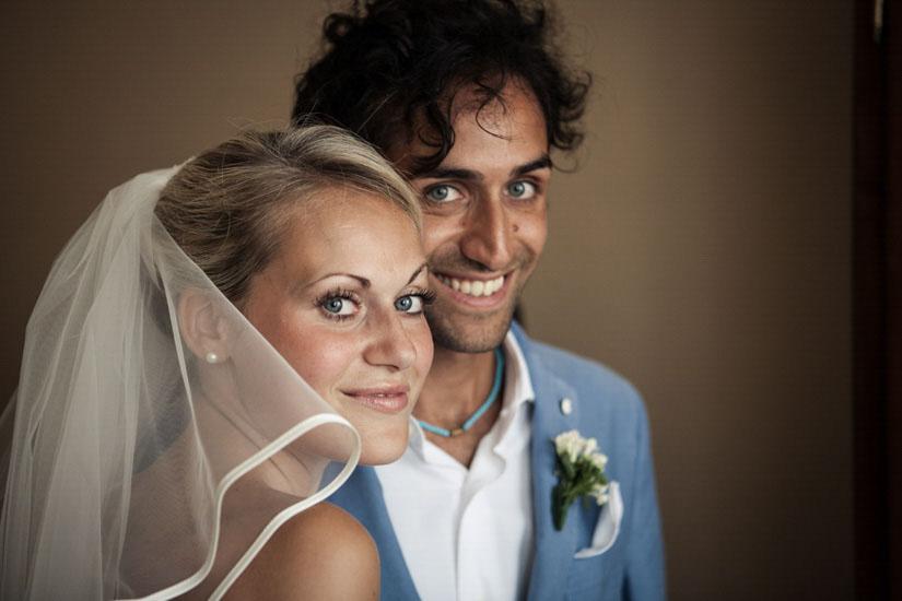Fotografo matrimonio Torino: una sposa elegante con suo fratello a Torino