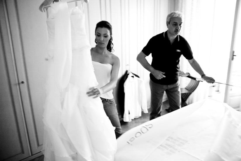 Il vestito da sposa è sontuoso ed elegante
