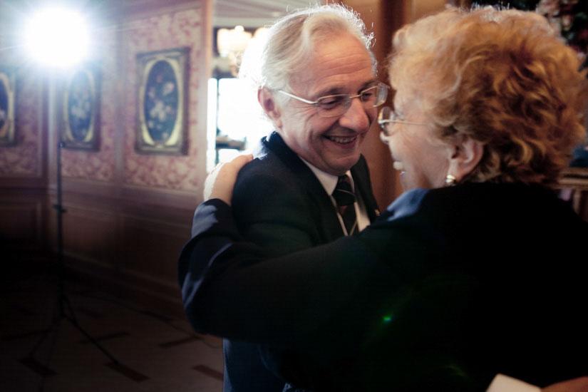 Due anziani signori si amano come il primo giorno