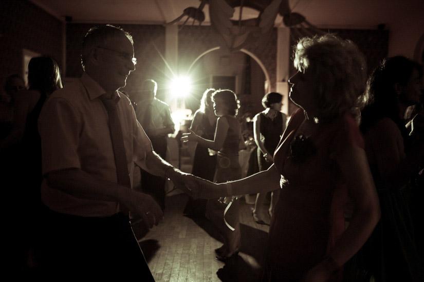 Durante la festa anche i genitori della sposa si divertono!