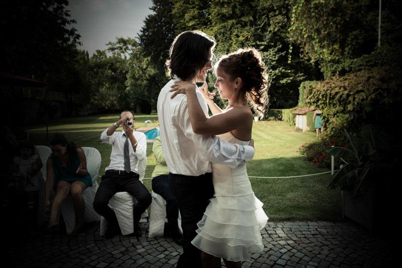 Un ballo lento di due sposi a Nichelino, Torino