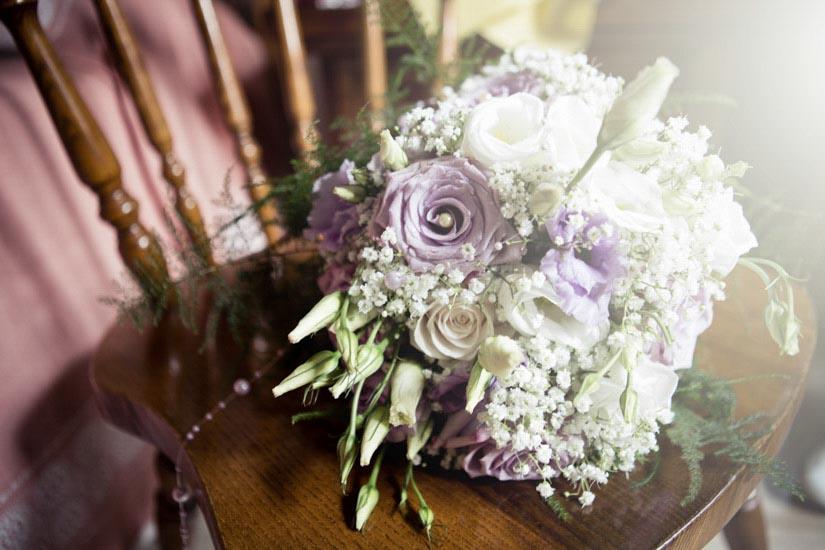 Fotografo matrimonio Torino: il bouquet di una sposa elegante di Torino