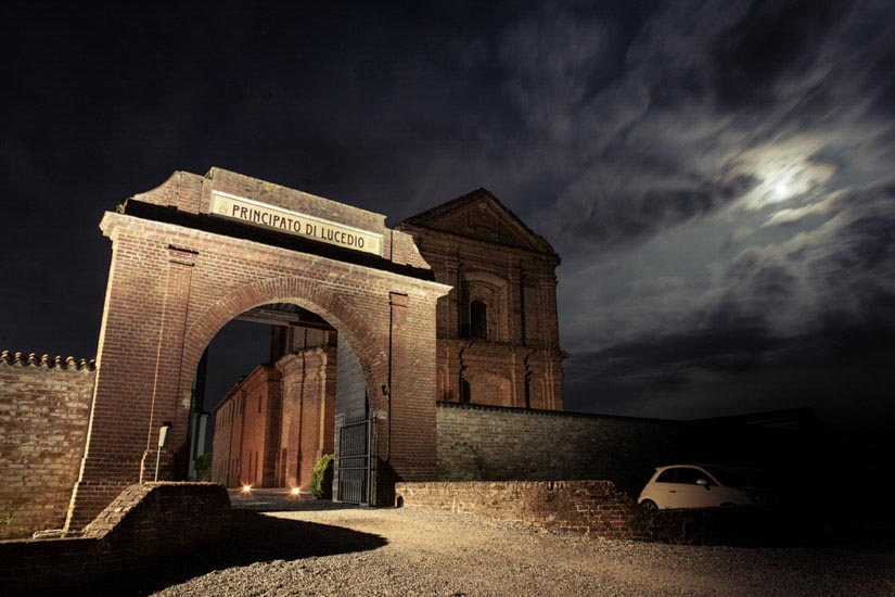 Fotografo matrimonio Torino: il cancello d'entrata del Principato di Lucedio nei pressi di Vercelli