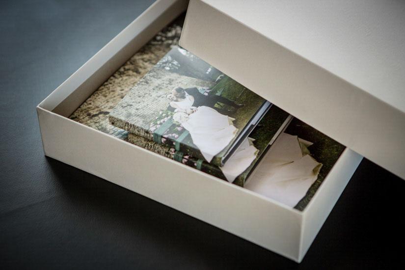 Fotografo matrimonio Torino: la scatola grande conterrà i libri fotografici da voi scelti