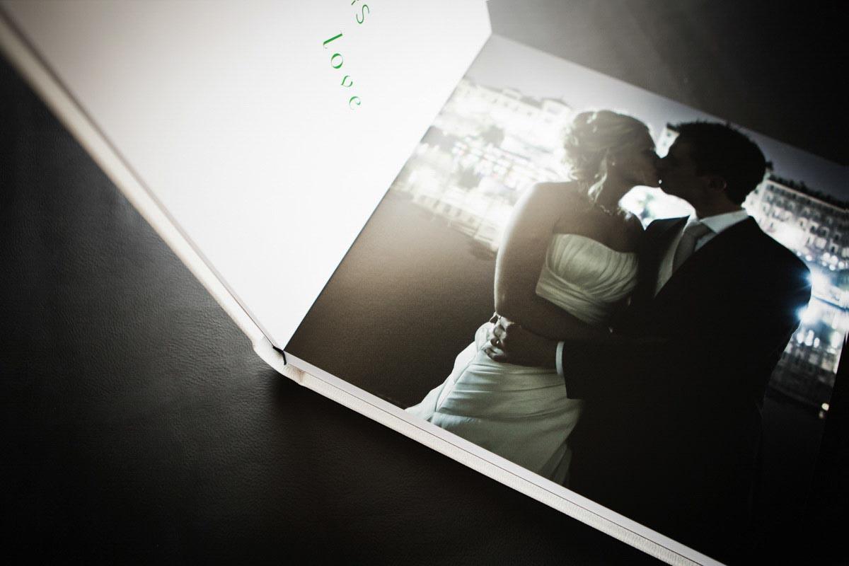 Fotografo matrimonio Torino: un particolare della pagina di un album di matrimonio