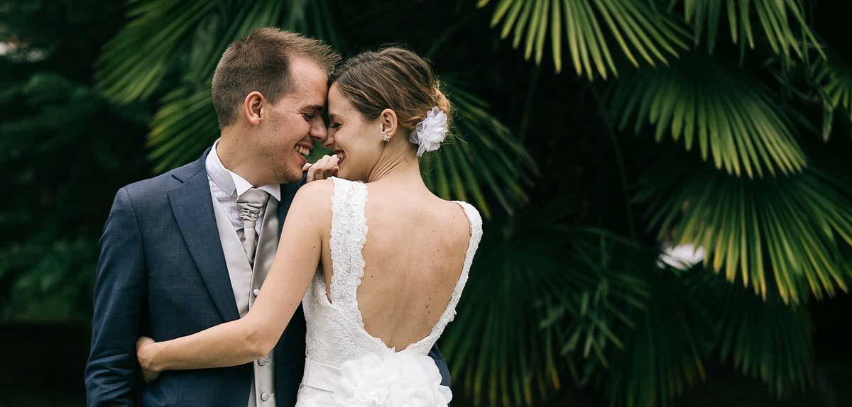 Fotografo matrimonio Torino: due sposi belli e giovani danzano insieme