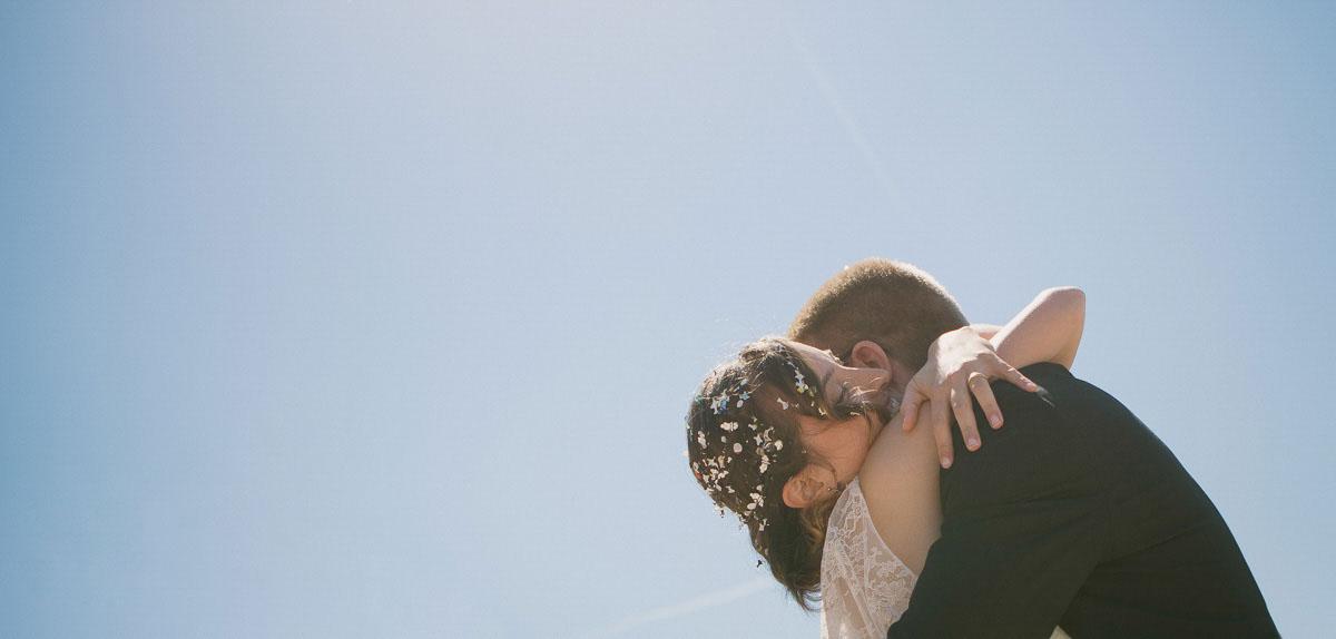 Fotografo matrimonio Torino - abbraccio fra gli sposi